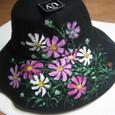 コスモスの花の黒い帽子