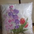 スイートピーとチューリップの花の絵クッション