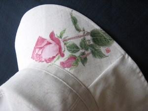 バラの花の帽子