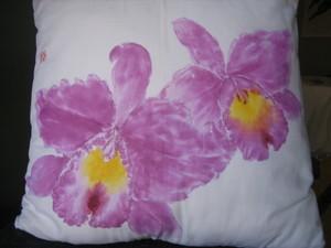 艶やかな カトレアの花の絵クッション