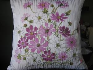 コスモスの花の絵クッション