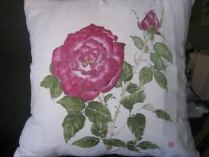 バラの花の絵クッション