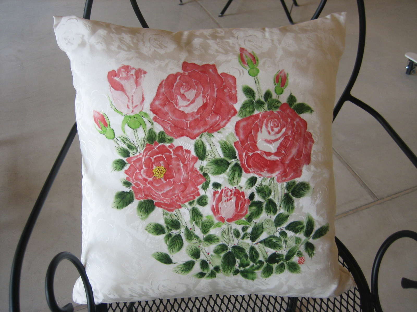 薔薇の花のクッション