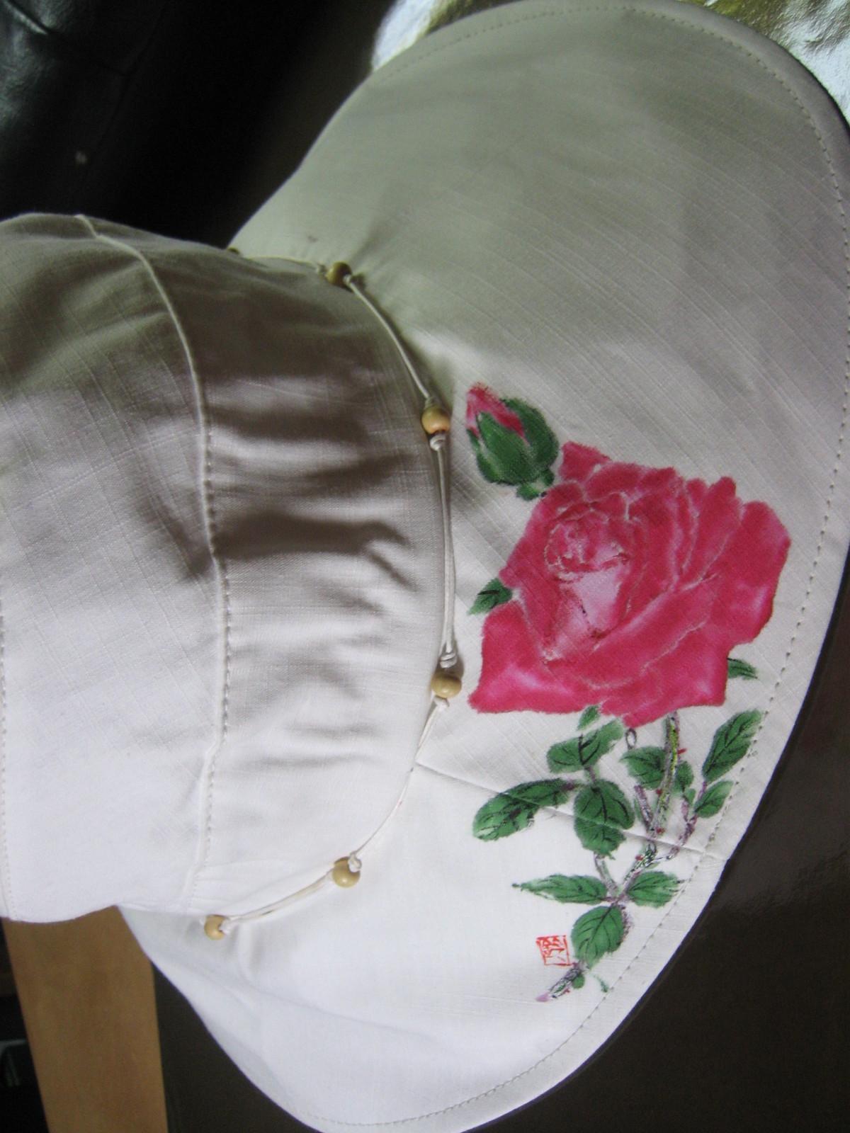 可愛い薔薇の花のつば広帽子  白 木綿100%