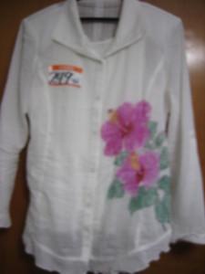 ハイビスカスの花の絵 (白いシャツブラウス 綿100%)