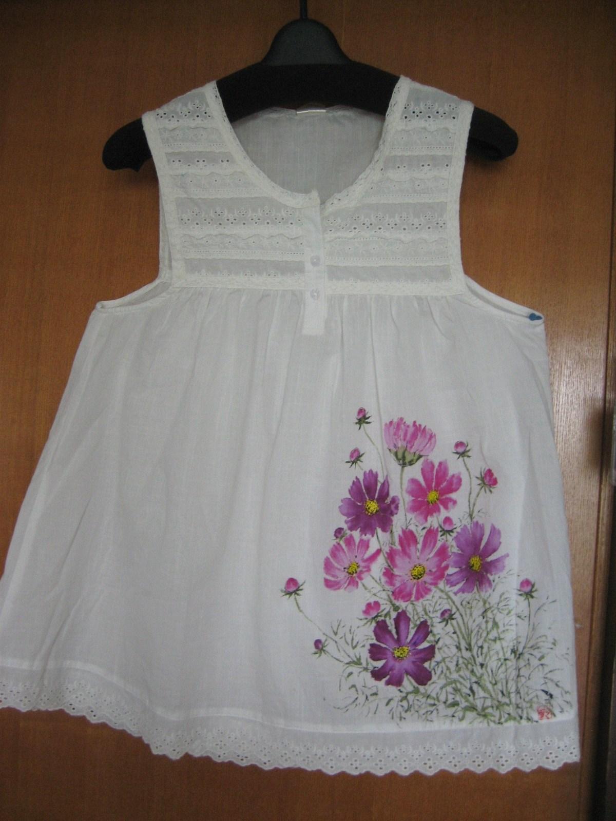 コスモスの花の白のチェニック (綿 100%)