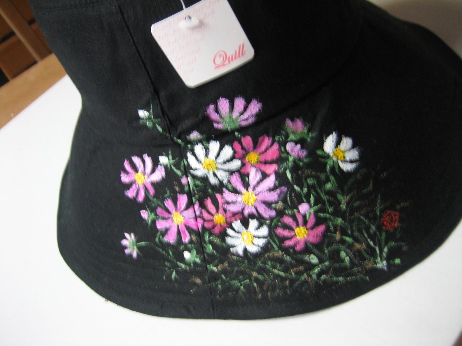 コスモスの花の帽子 黒 木綿100%