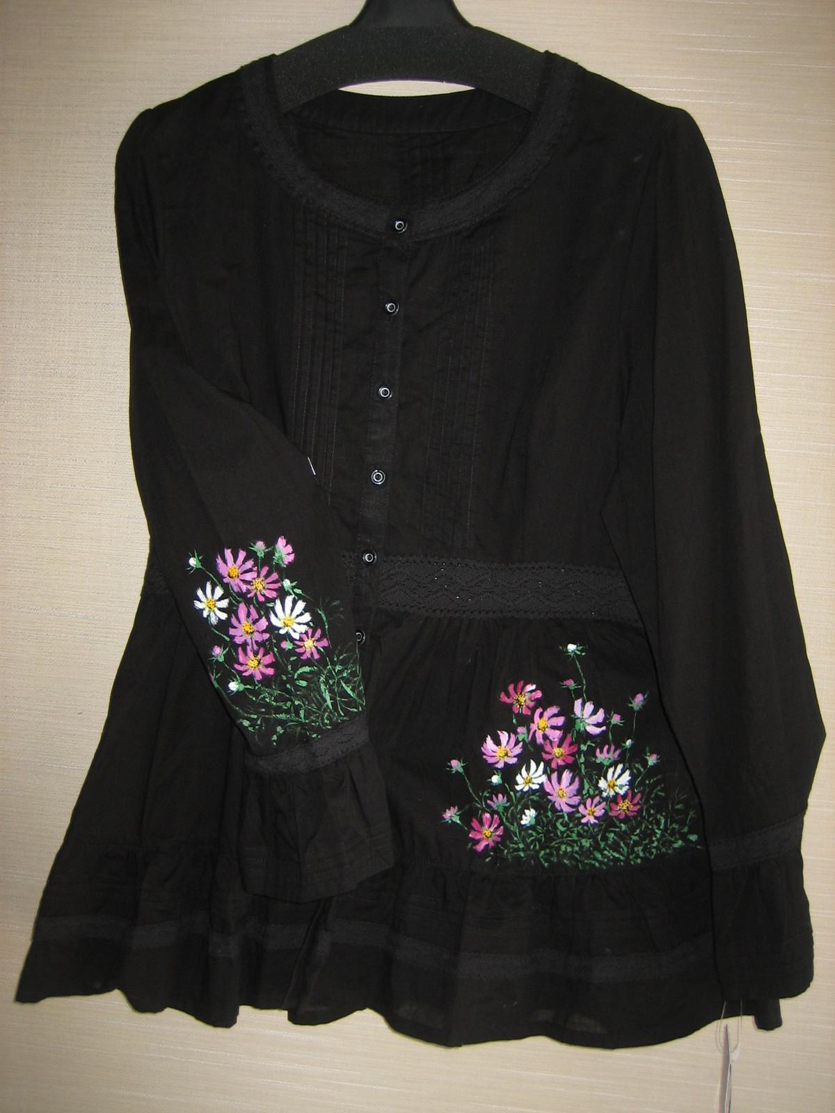黒のチェニック コスモスの花 (綿 100%)