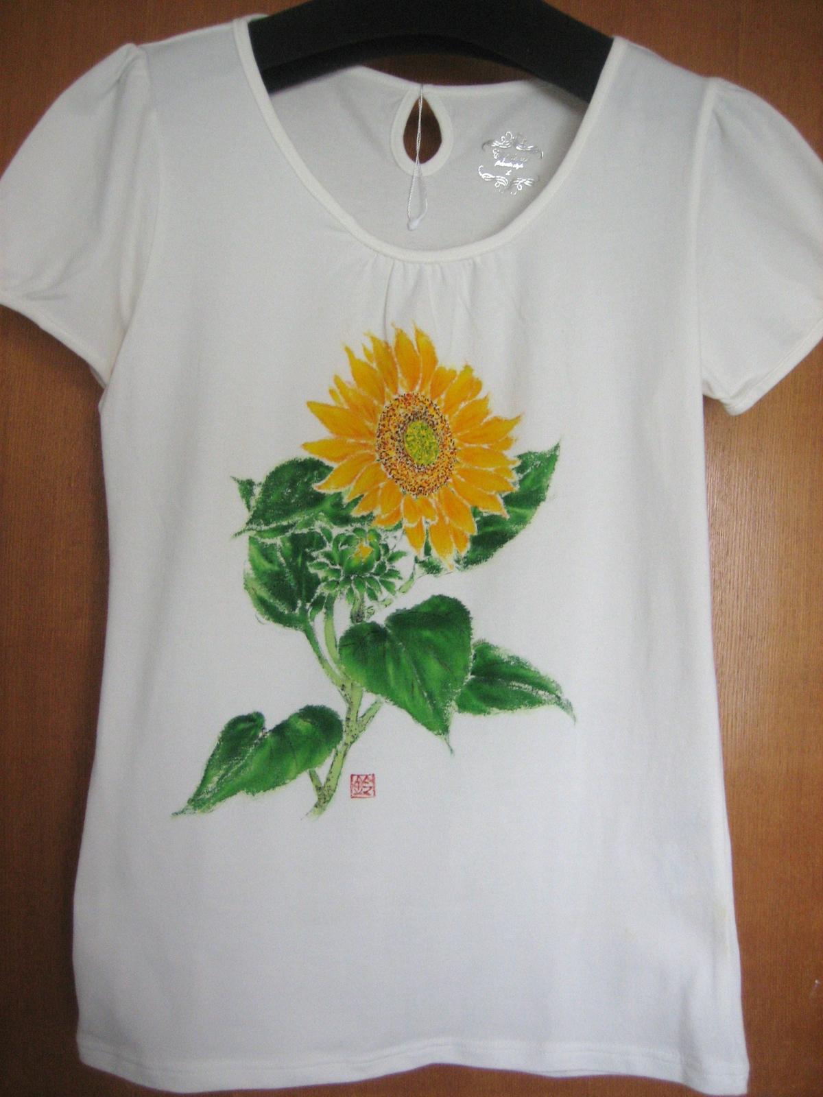 ひまわりの花のTシャツ