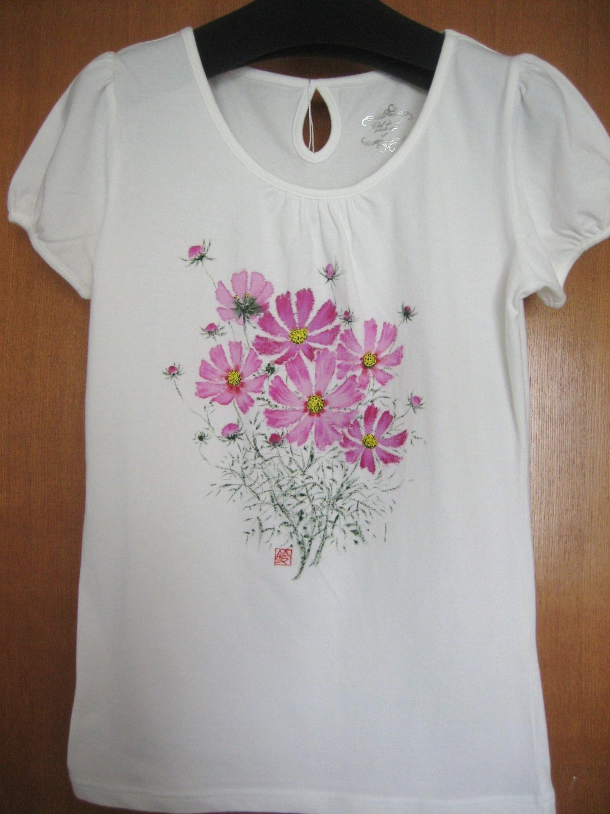 コスモスの花のTシャツ