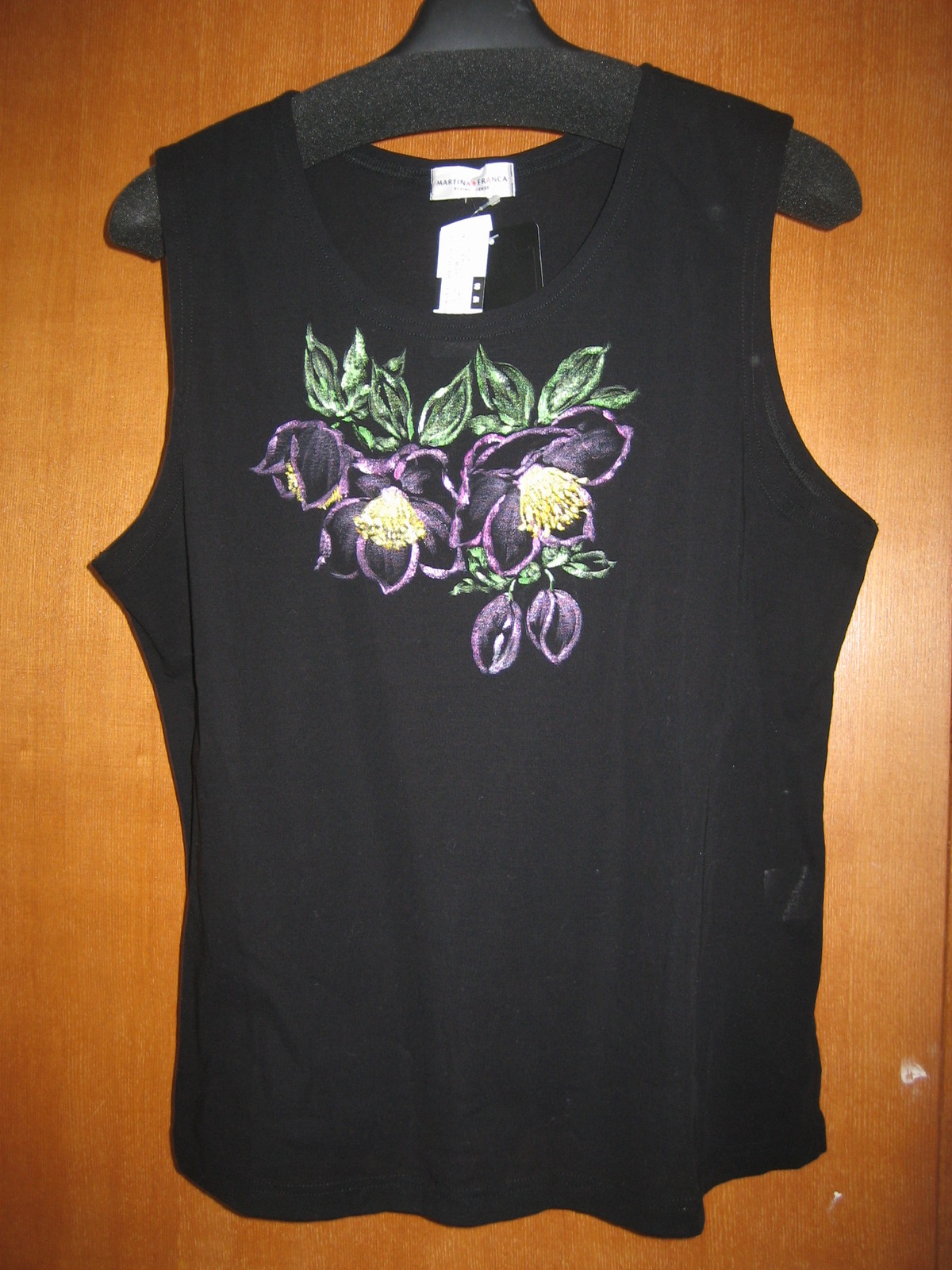 クリスマスローズの花 黒のTシャツ 木綿100%