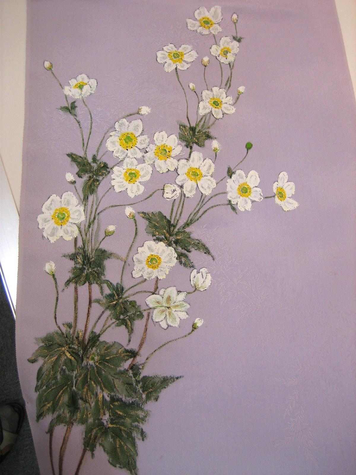 秋明菊の花 (紫の着物地 地模様付き 絹100%)